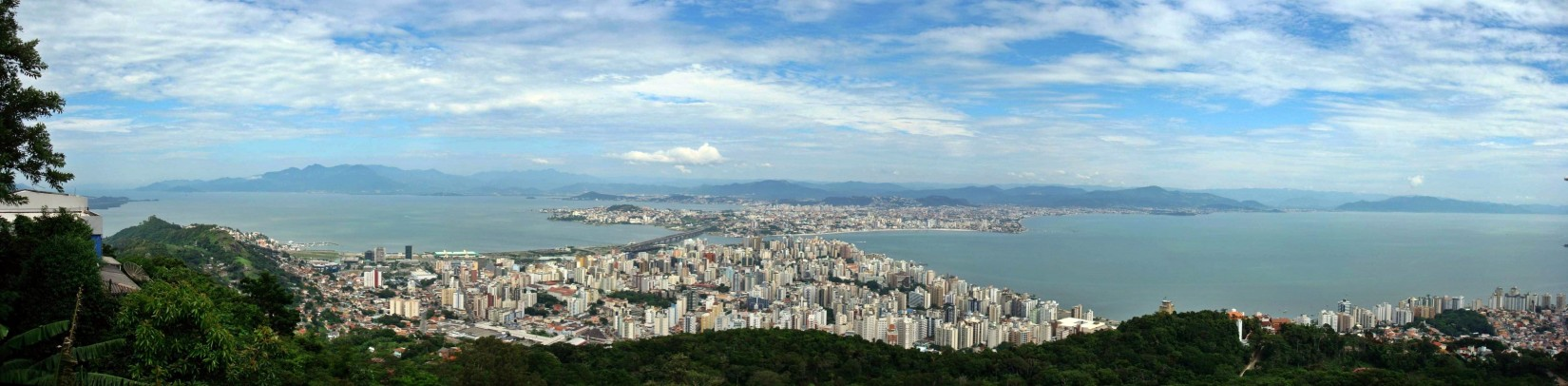 Panorama Florianópolis (CC BY-SA by Runge-36)